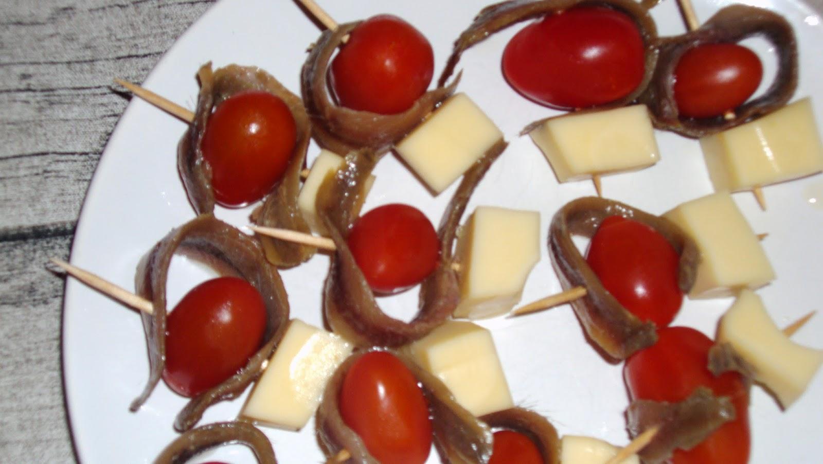 Pinchos de tomate cherry con queso fresco